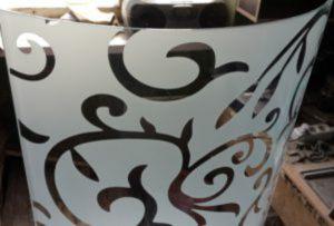 Стекло радиусное с пескоструйным рисунком для радиусных дверей Подольск