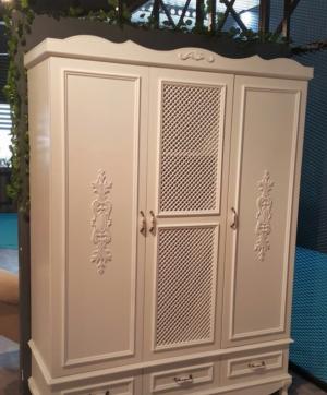 Распашные двери с декоративными накладками Подольск